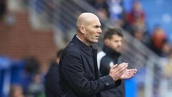 Zidane aplaude a los suyos en Mendizorroza.
