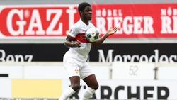 Droht wegen anhaltender Hüftprobleme für den VfB Stuttgart länger auszufallen: Clinton Mola in Aktion