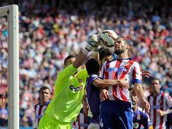 Kiko Casilla rettet in höchster Not vor Mario Suárez