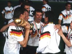 Lothar Matthäus (M.) und Co. feierten 1990 den WM-Titel