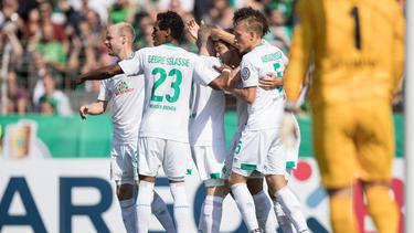 Mit einem souveränen 6:1 bei Wormatia Worms hat Werder Bremen die erste Pokalhürde gemeistert