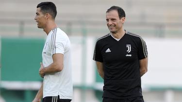 Ronaldo y Allegri en un entrenamiento reciente. (Foto: Getty)