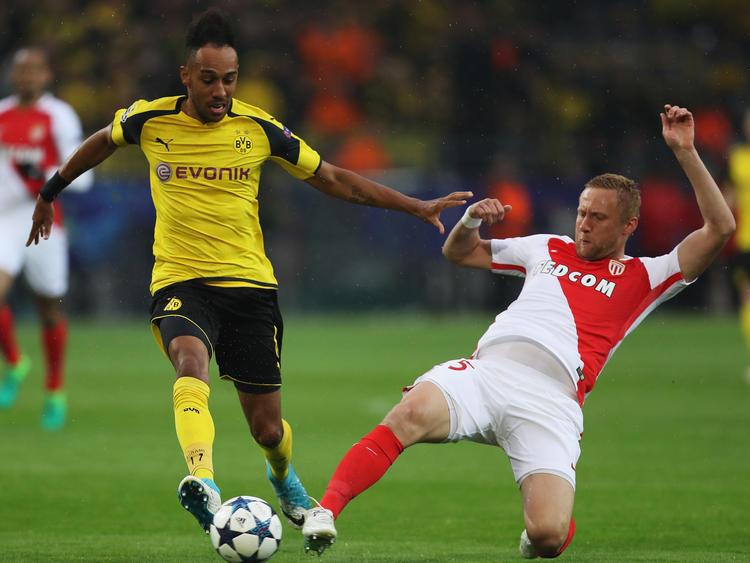 Kamil Glik en una partido Champions contra el Dortmund.