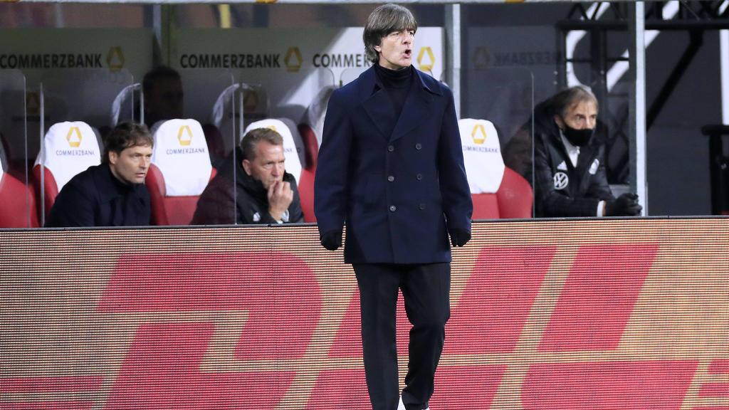 Bundestrainer Joachim Löw steht nach der Pleite gegen Spanien unter Druck