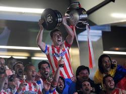 Atléticos Kapitän Gabriel Fernández, kurz Gabi, mit der Copa del Rey