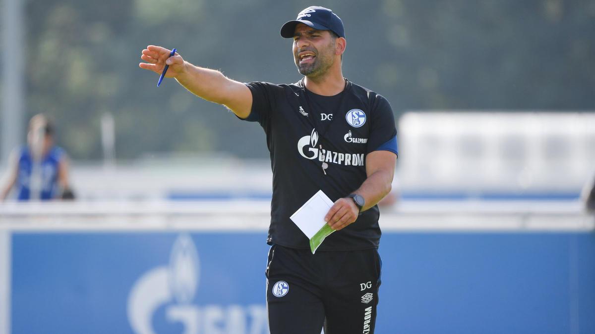 Dimitrios Grammozis will mit dem FC Schalke den dritten Sieg in Serie einfahren