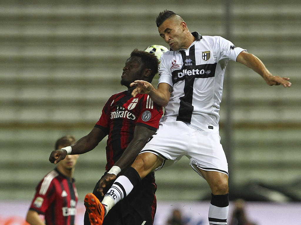 9cd48ed13 Milan moved back to the top of the Serie A table on Sunday after a  thrilling 5-4 win at Parma where both sides finished with 10 men.