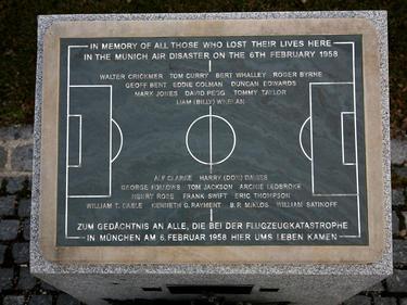 Placa conmemorativa por las personas fallecidas en el desastre de Múnich en 1958. (Foto: Getty)
