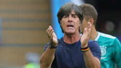 Löws Vertragsverlängerung kurz vor der WM steht im Mittelpunkt der Kritik