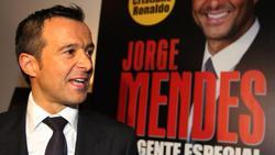Jorge Mendes betreut neben Mourinho auch Fußballer, zum Beispiel Cristiano Ronaldo