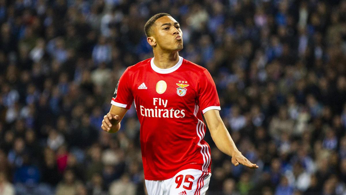 Carlos Vinícius ist ein weiterer Angreifer, der bei Eintracht Frankfurt gehandelt wird
