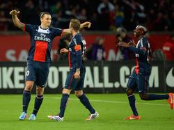 Zlatan Ibrahimovic (l.) jubelt mit seinen Teamkollegen