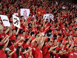 Fußballbegeisterung in Rot und Gelb