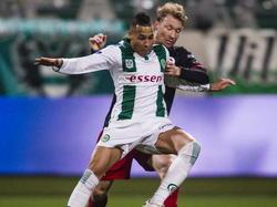 Fc Groningen-speler Tjaronn Chery (l.) in duel met Excelsior-speler Rick Kruys (r.). (14-02-2015)