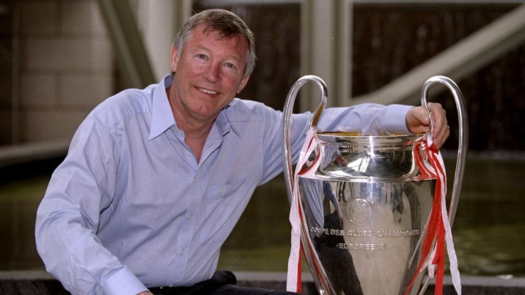 Holte die CL-Trophäe 1999 gegen den FC Bayern: Sir Alex Ferguson