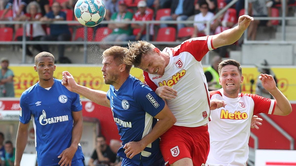 Bittere Klatsche für den FC Schalke 04 bei Jahn Regensburg