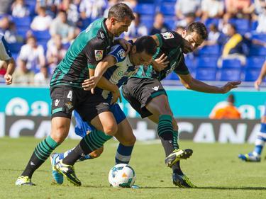 Amaya y Xavi Torres en un duelo ante el Espanyol.