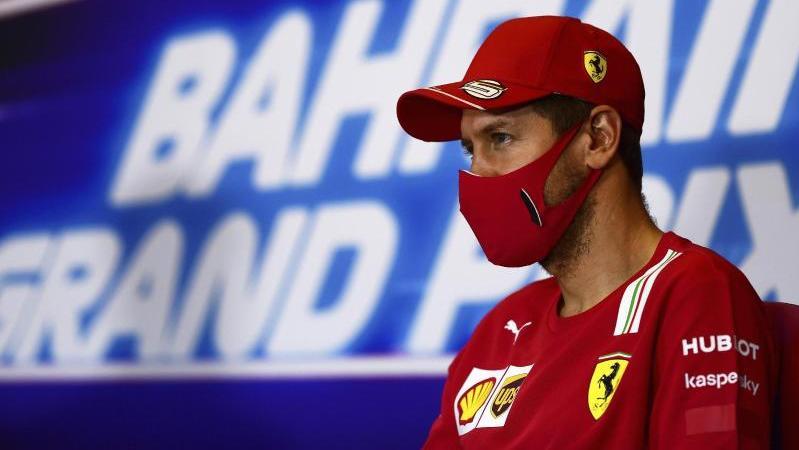 Sebastian Vettel bei einer Pressekonferenz zum Großen Preis von Bahrain