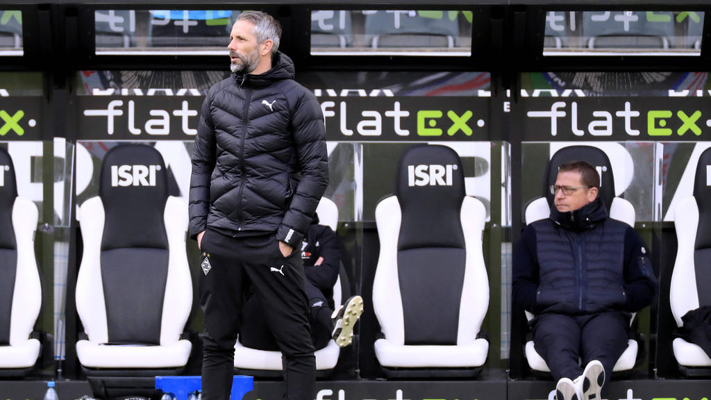 Hält an Marco Rose fest: Gladbach-Manager Max Eberl (r.)