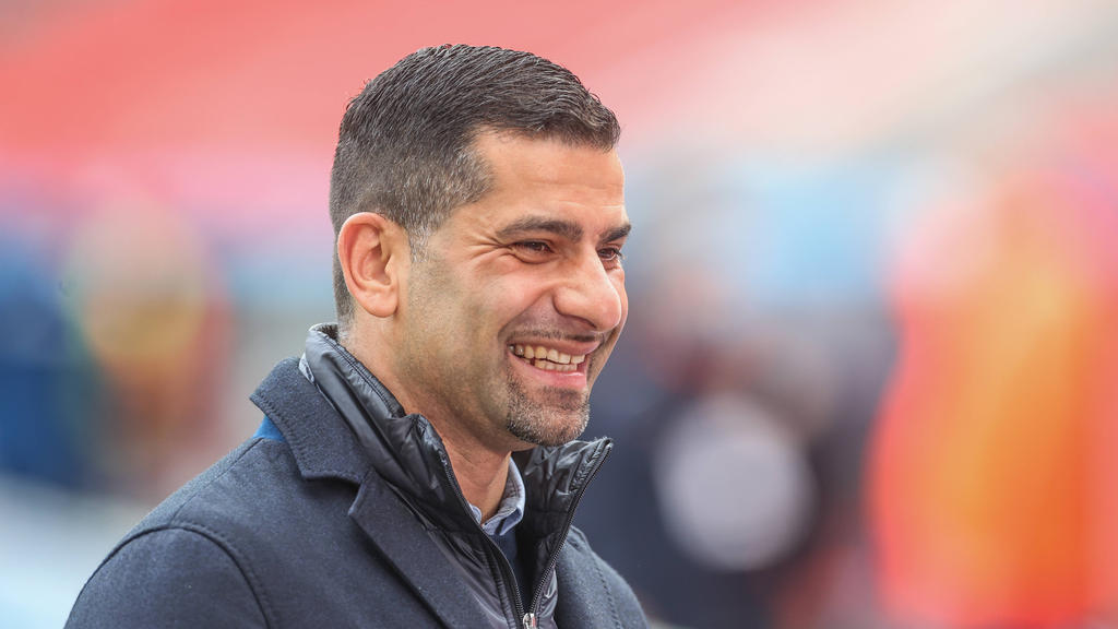 Dimitrios Grammozis soll den FC Schalke auch in der kommenden Saison trainieren
