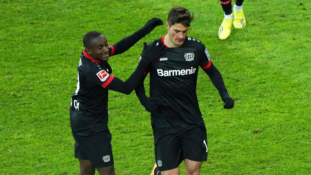 Moussa Diaby (l.) wird beim BVB gehandelt