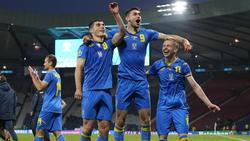 Ukraines Spieler feiern nach dem Spiel denSieg