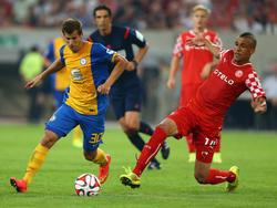 Hendrick Zuck (l.) wechselt fest zu Eintracht Braunschweig