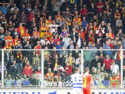 De supporters van Go Ahead Eagles kijken teleurgesteld toe tijdens het play-offduel met De Graafschap. (22-05-2015).