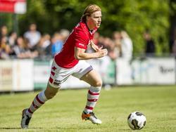 Guus Hupperts aan de bal tijdens de oefenwedstrijd van AZ Alkmaar in de voorbereiding tegen SVW. (02-07-2016)