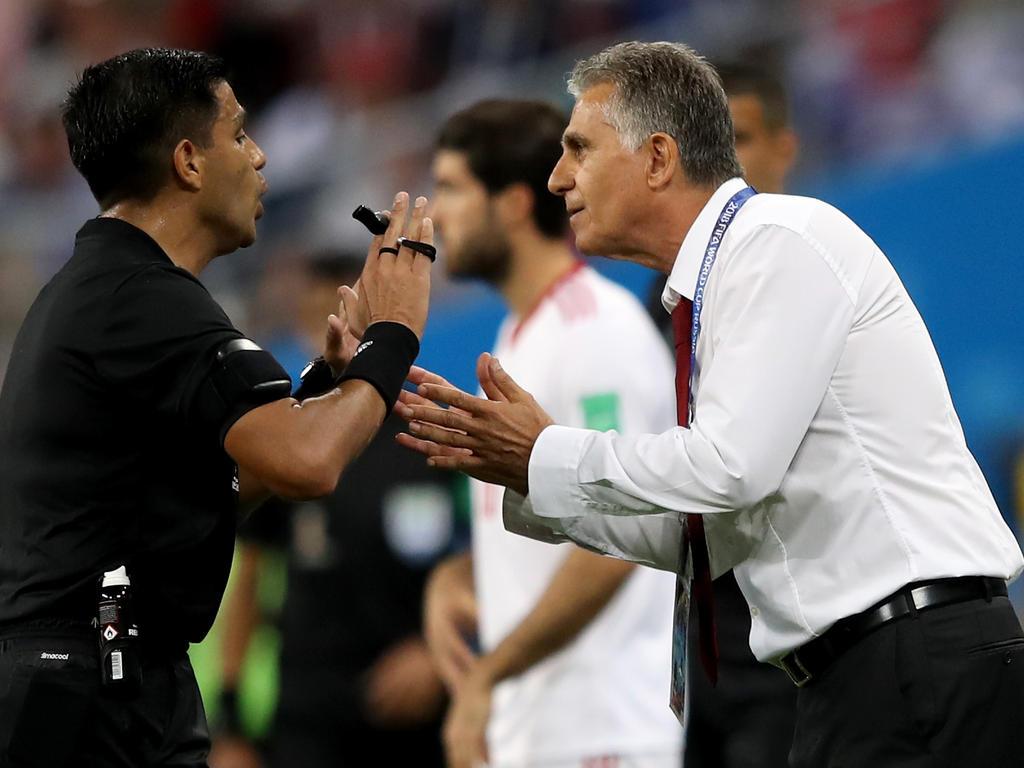 Carlos Queiroz geriet ein ums andere Mal mit Referee Enrique Cáceres aneinander