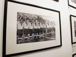 Deutsche Nationalspieler heben den Arm zum Hitlergruß