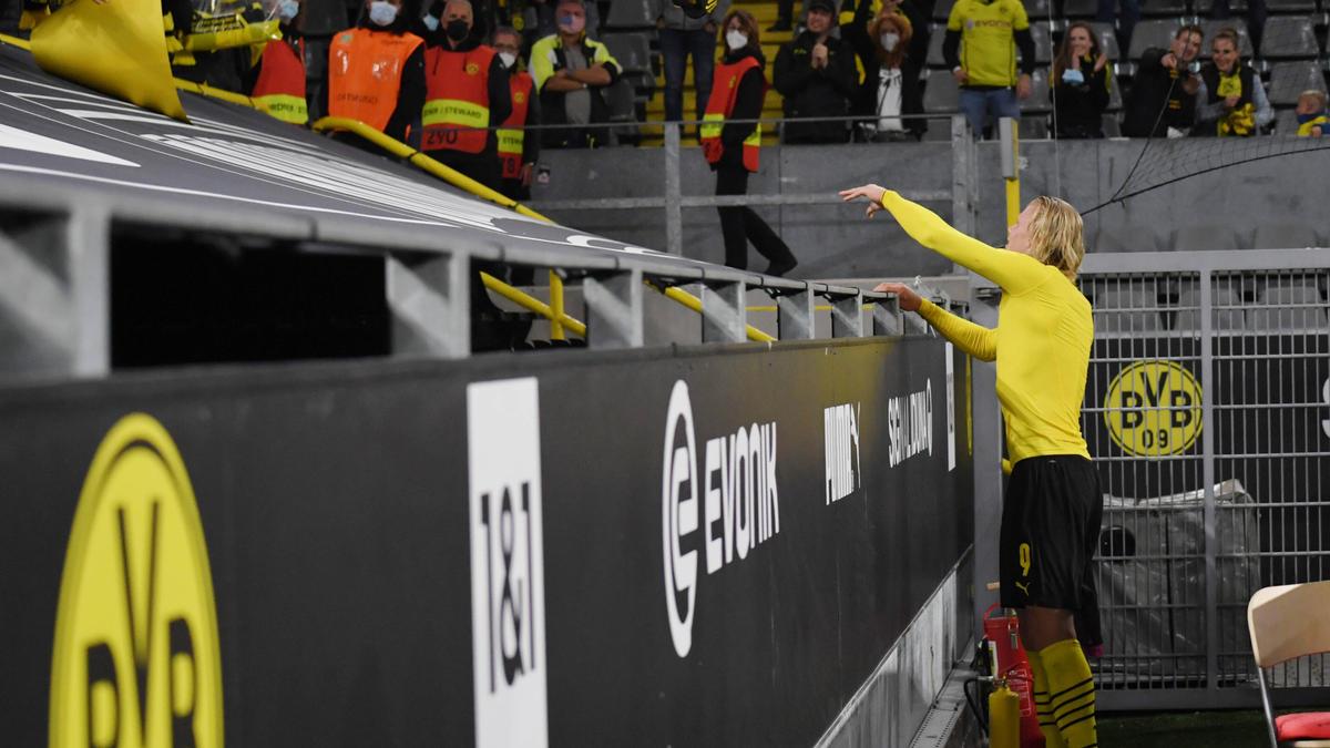 Erling Haaland gibt immer mal wieder sein Trikot für die BVB-Fans her