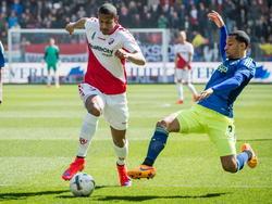 FC Utrecht-speler Sebastien Haller (l.) in een duel met Ajacied Ricardo van Rhijn (r.). (05-04-2014)