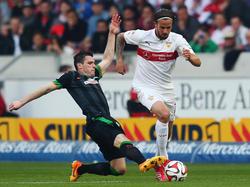 Los austriacos Junozovic (izq.) y Harnik (dcha.) pelean por la pelota. (Foto: Getty)