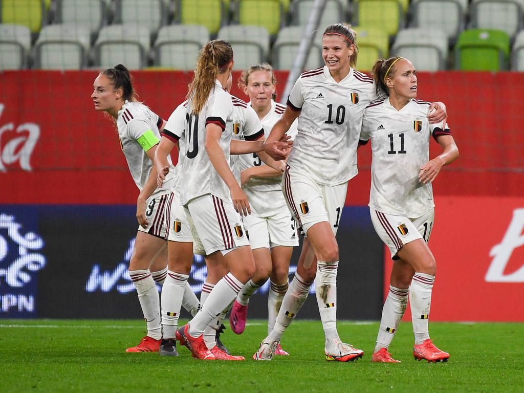 Celebración belga del gol de Janice Cayman.