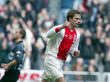 André Bergdølmo maakt de 1-1 namens Ajax in het duel met Feyenoord in de Eredivisie. (03-03-02)