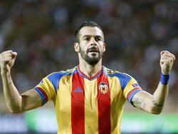 Álvaro Negredo anotó el gol del Valencia en el partido disputado en Mónaco. (Foto: Imago)