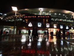 Das Emirates Stadium erstrahlt im Licht