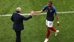 Didier Deschamps und Kylian Mbappé (r.) sind ein eingespieltes Team