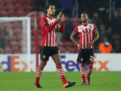 De teleurstelling is groot bij Virgil van Dijk (l.) na de uitschakeling van Southampton in de groepsfase van de Europa League. (08-12-2016)