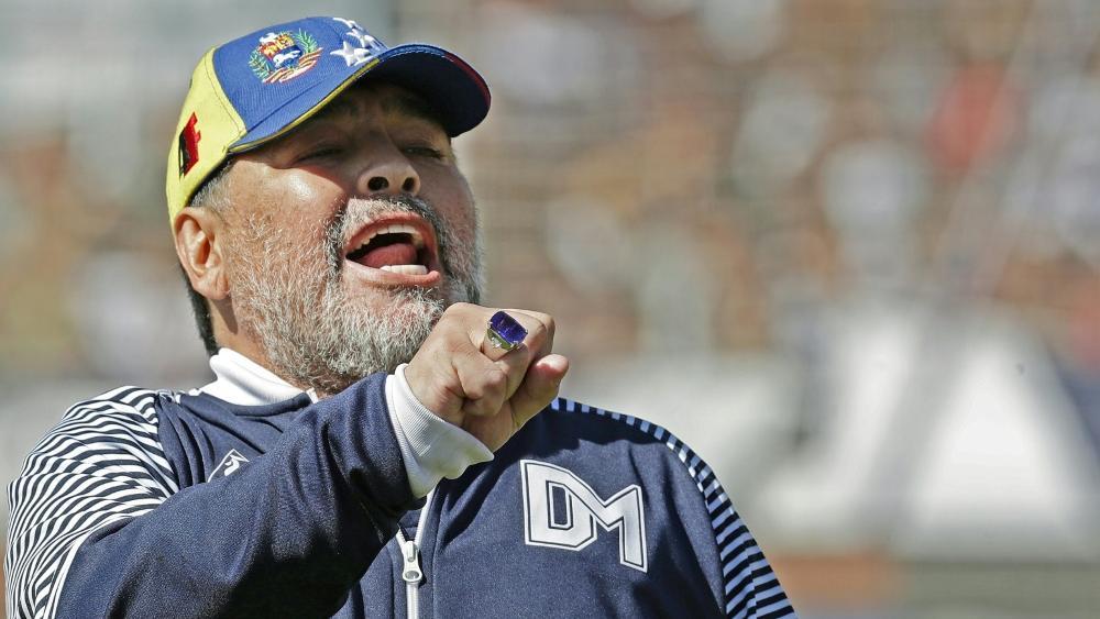 Diego Maradona tritt nach acht Spielen zurück
