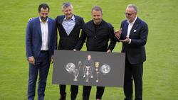 Hansi Flick (2.v.r.) wurde beim FC Bayern offiziell verabschiedet