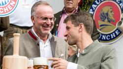 Karl-Heinz Rummenigge (l.) traut Thomas Müller eine erfolgreiche EM zu
