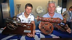 Die besten Torschützen der Schalker Bundesliga-Geschichte: Klaas-Jan Huntelaar (l.) und Klaus Fischer (hier im Jahr 2012)