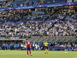 Juanfran mist als enige in de strafschoppenserie van de Champions League-finale. Real Madrid gaat er met de winst vandoor. (28-05-2016)