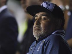 Diego Maradona en el duelo ante Banfield.