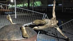 Die Statue des schwedischen Stürmerstars Zlatan Ibrahimovic wurde abgesägt
