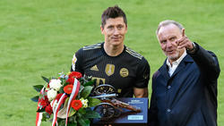Robert Lewandowski vom FC Bayern wird mit dem Golden Shoe geehrt