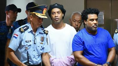Ronaldinho sitzt am Montag einen Monat hinter Gittern