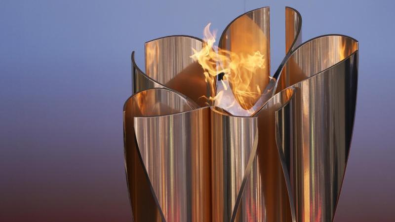 Die olympische Flamme wird in Japan im Fußball-Trainingszentrum J-Village gezeigt